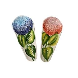 Poggiamestolo Ortensia in ceramica dipinta a mano in colori assortiti cm 28,5x13