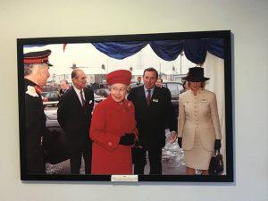 La Regina Elisabetta in visita alla Churchill